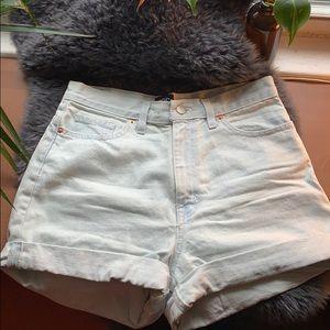 BDG mom jean shorts 💙 light wash